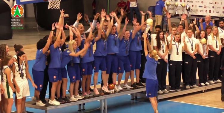 Η απονομή στην Παγκόσμια Πρωταθλήτρια Εθνική Κωφών Γυναικών (video)